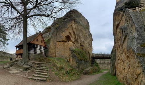 Nádvoří hradu Helfenburk