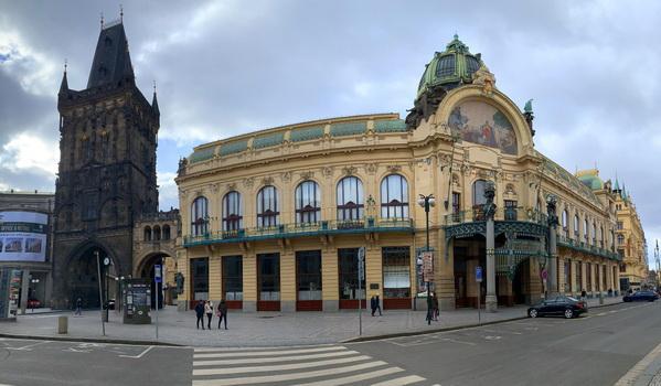 Prašná brána, Obecní dům a vylidněná Praha