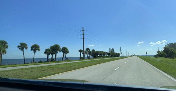 Cesta do NASA byla lemována palmami a zátokami s aligátory