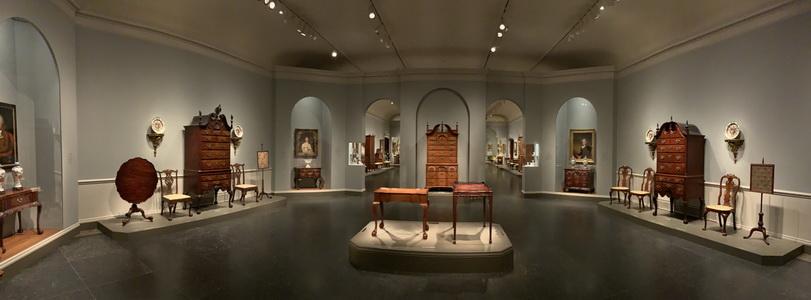 V jednom křídle muzea se nacházela i krásná výstava starobylého nábytku