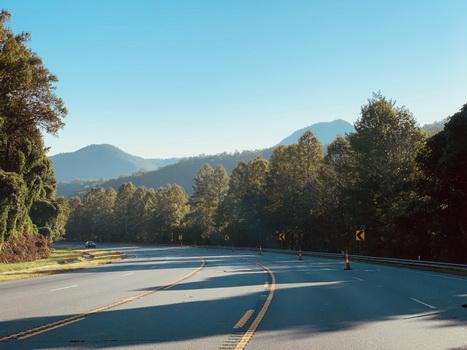 Krásné klikaté silnice a panaroamata na silnici číslo US-441