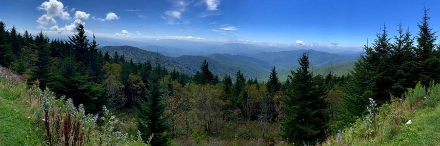 Titulní fotografie k Cestě do Ameriky je z vyhlídky hory Clingmans Dome