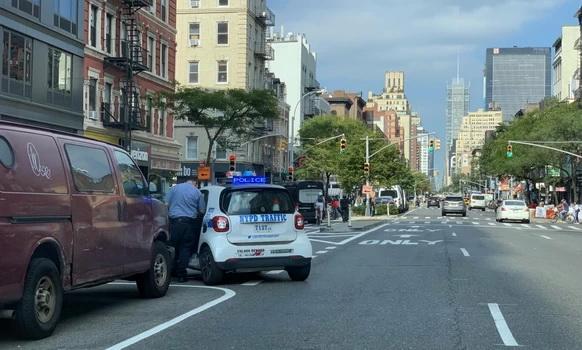 Newyorská dopravní policie jezdí v nařvaných Smartech, ale do křížku bychom se s ní ani tak pustit nechtěli.
