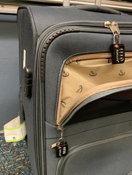TSA zámky nemusí být všespásné... Kdo mi rozbil kufr, to už se nikdy nedozvím...