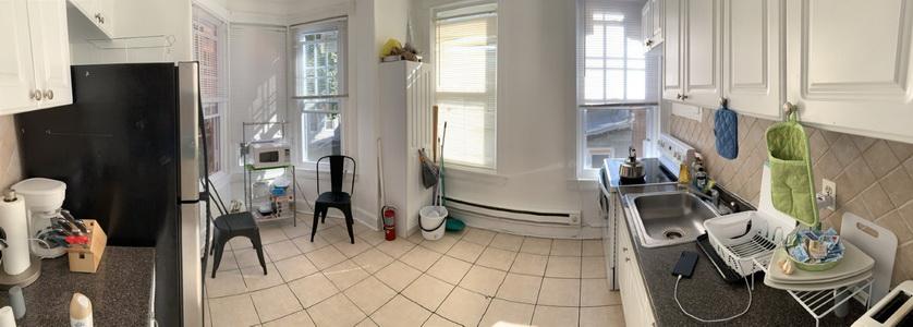 Kuchyň v pronajatém domku sloužila hlavně pro dobíjení telefonů