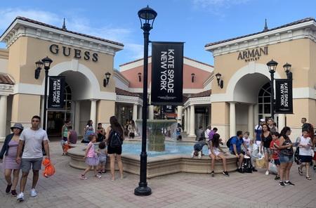 Ráj turistů i místních, tak by se dala nazvat oáza jménem Premium Outlets